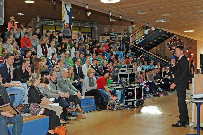 Unterschleißheim COG Urkundenverleihung Fairtrade SchoolGrußwort Bürgermeister  Christoph Böck