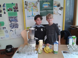 Fairtradefrühstück Stadt Geestland Milchshakestand Schule