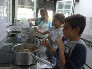 """Kochen von Geschnetzeltem mit """"fairem Reis"""""""